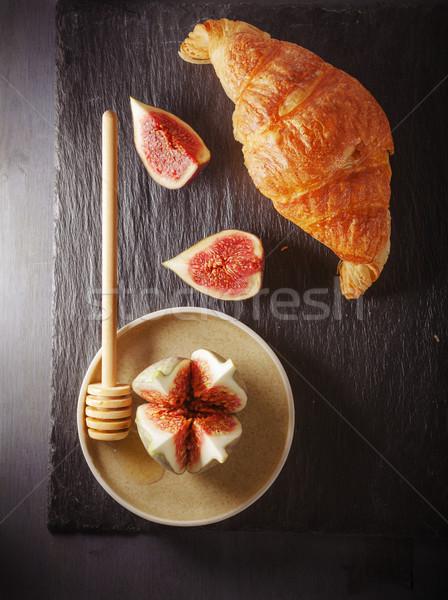 Croissant kő tányér pékség organikus frissesség Stock fotó © user_11224430