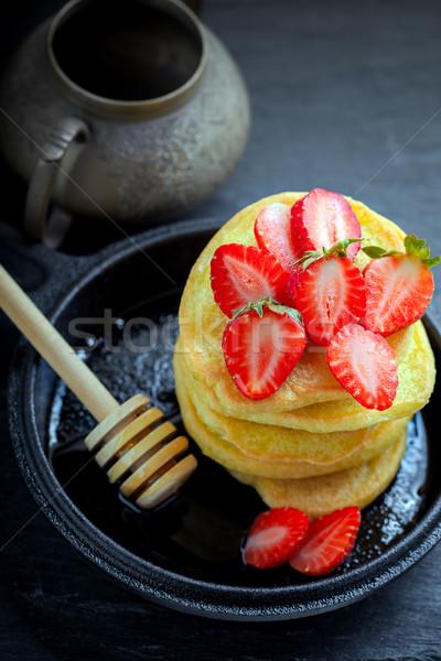Zoete pannenkoeken aardbei honing glutenvrij Stockfoto © user_11224430