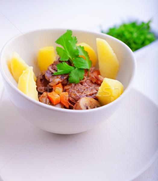 Marhapörkölt lassú krumpli répák hús paradicsom Stock fotó © user_11224430
