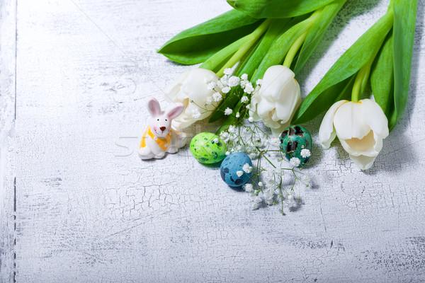 Foto d'archivio: Coniglio · uova · fiori · bianchi · Pasqua · simboli