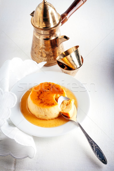 Karmel kawy domowej roboty łyżka mleka tablicy Zdjęcia stock © user_11224430