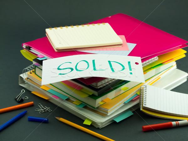 Negocios documentos vendido oficina libro Foto stock © user_9323633