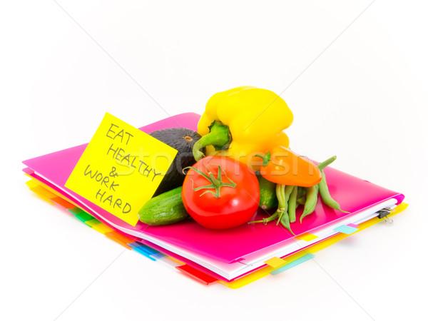 Ofis belgeler sebze yemek sağlıklı çalışmak Stok fotoğraf © user_9323633