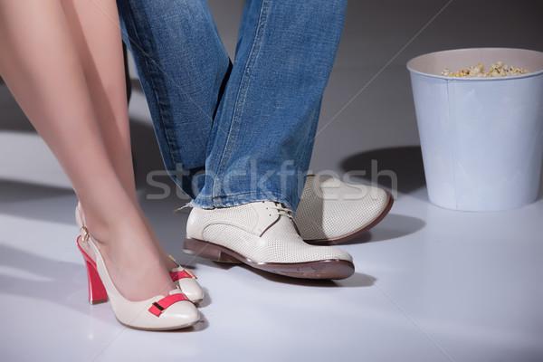 Mujer hombre palomitas piernas cubo mujeres Foto stock © user_9834712