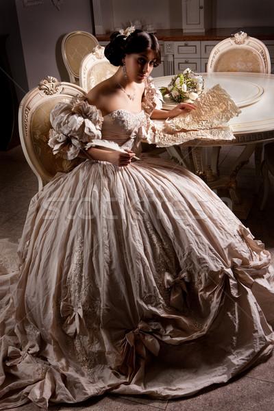 Jóvenes hermosa novia mujer hermosa vestido de novia sesión Foto stock © user_9834712