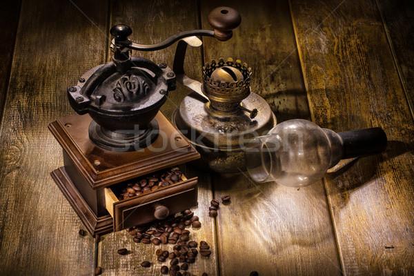 コーヒー ミル 古い 石油ランプ 木製のテーブル 金属 ストックフォト © user_9834712
