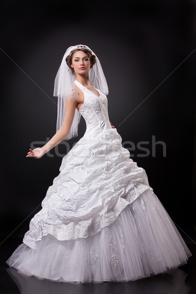 Jóvenes hermosa novia mujer hermosa de moda vestido de novia Foto stock © user_9834712
