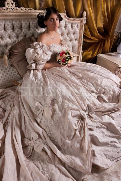 Stock fotó: Fiatal · gyönyörű · menyasszony · gyönyörű · nő · esküvői · ruha · ül