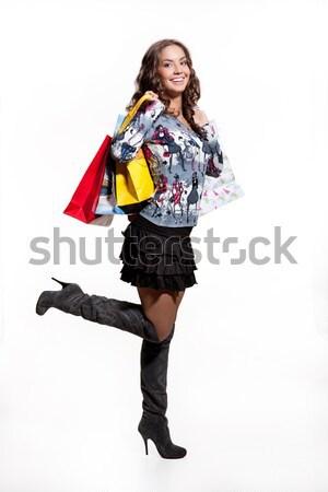 Fiatal nő bevásárlótáskák fiatal mosolygó nő tart papír Stock fotó © user_9834712