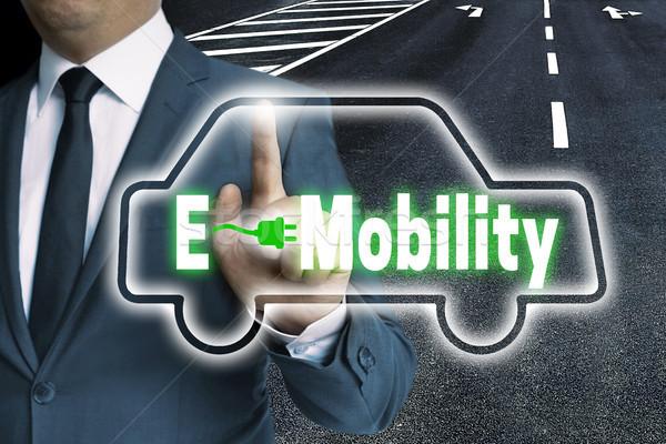 écran tactile homme voiture route vert gestionnaire Photo stock © user_9870494