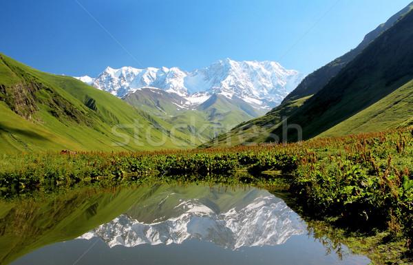 Bergen meer Blauw bewolkt hemel landschap Stockfoto © vadimmmus