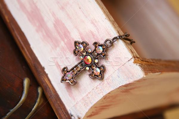Miedź krzyż biżuteria polu drewna Zdjęcia stock © vanessavr