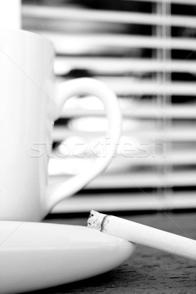 Kávészünet cigaretta hamutartó csésze kávé egészség Stock fotó © vanessavr