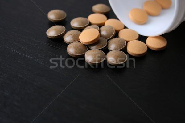Pílulas queda garrafa foco Foto stock © vanessavr