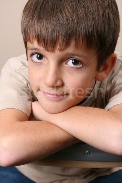 Groot jongen grote ogen stoel Stockfoto © vanessavr