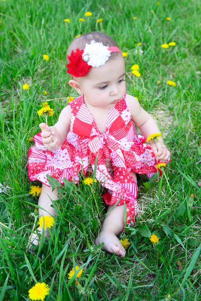 Virág baba barna hajú ül mező pitypangok Stock fotó © vanessavr