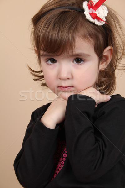 Foto stock: Little · girl · bonitinho · pequeno · morena · criança · sério