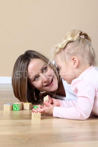 Anya lánygyermek játszik ábécé tömbházak ház Stock fotó © vanessavr