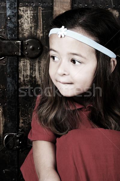 Brunetka piękna cute dziewczyna posiedzenia antyczne Zdjęcia stock © vanessavr