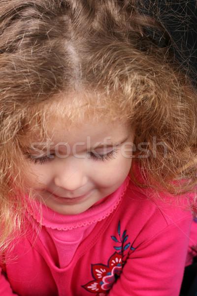 Gyönyörű lány gyönyörű fiatal lány göndör haj aranyos tulajdonságok Stock fotó © vanessavr