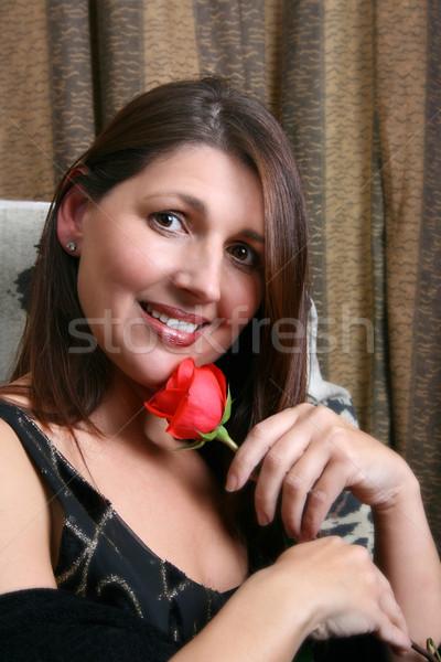 красную розу брюнетка модель глядя камеры Сток-фото © vanessavr