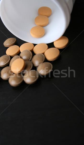 Tabletták zuhan üveg fókusz Stock fotó © vanessavr
