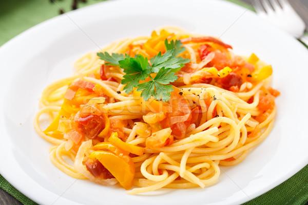 Foto stock: Macarrão · legumes · páprica · tomates · cebola · prato