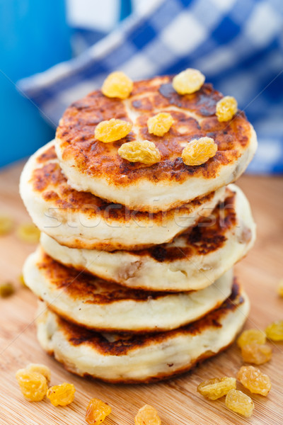 Sajt palacsinták mazsola fa deszka étel reggeli Stock fotó © vankad