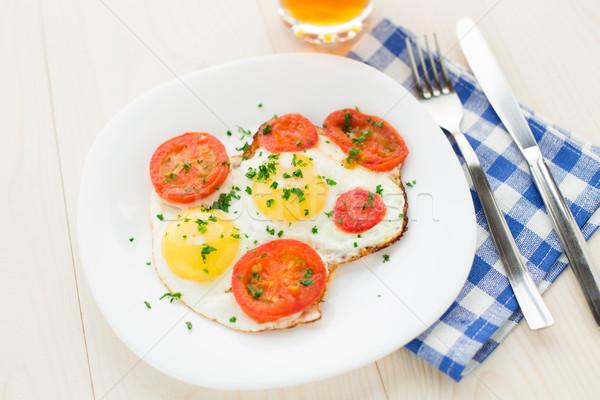Sahanda yumurta plaka ışık kahvaltı domates yumurta Stok fotoğraf © vankad