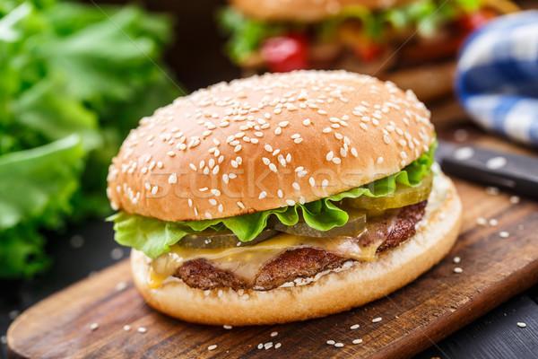 Stockfoto: Kip · hamburger · augurken · kaas · vers · salade