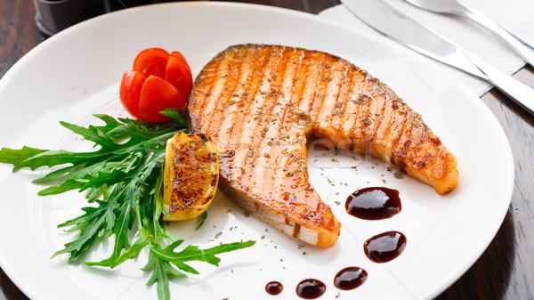 ızgara somon biftek kiraz domates balık plaka Stok fotoğraf © vankad