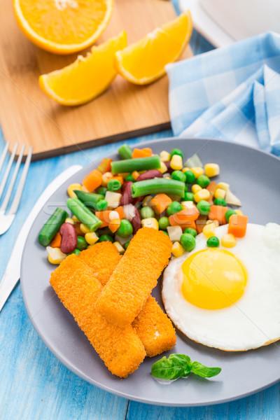 Peixe ovo frito legumes café da manhã laranja verde Foto stock © vankad