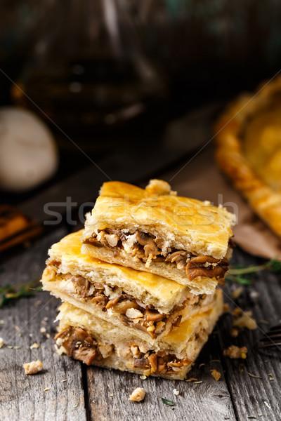 Caseiro torta recheado cogumelos delicioso botão Foto stock © vankad