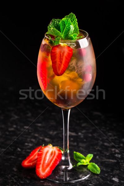 Cocktail fragole menta marmo tavola vetro Foto d'archivio © vankad