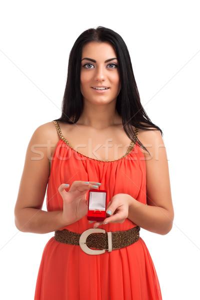 Jeune femme bague de fiançailles boîte rouge amour jeunes Photo stock © vankad