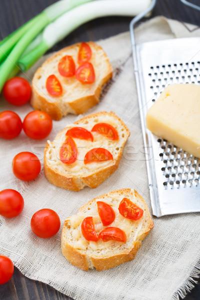 Bruschetta tomates cherry delicioso queso alimentos pan Foto stock © vankad