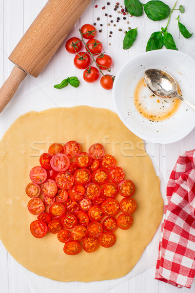 Tomate cherry tarta cocina proceso albahaca mesa Foto stock © vankad