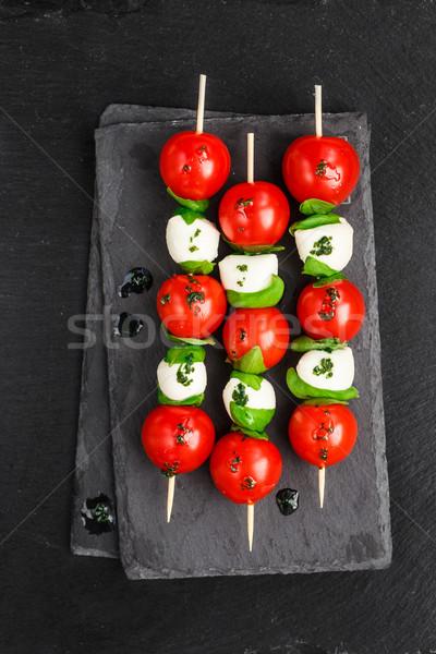 салат Капрезе черный продовольствие лист фон красный Сток-фото © vankad