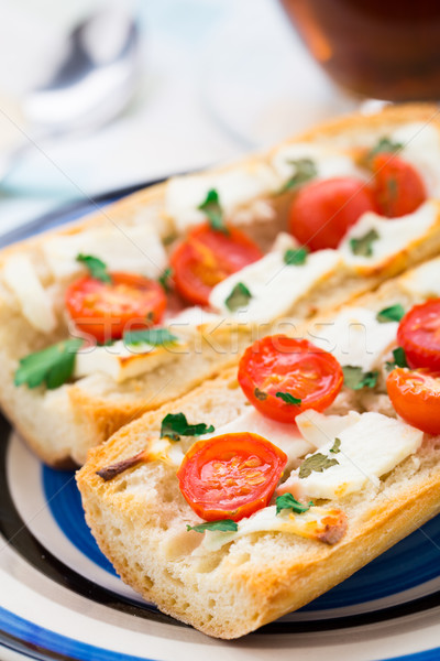 Baguette sándwich vegetariano tomate queso hierbas Foto stock © vankad