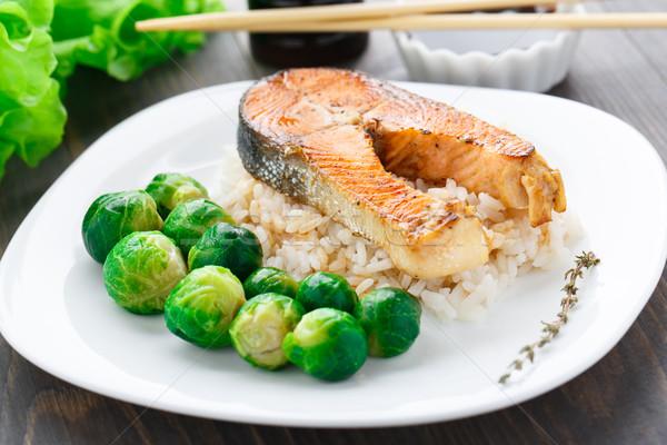 Salmone riso Bruxelles verde piatto Foto d'archivio © vankad