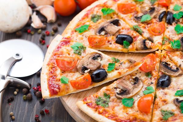 Vegetariano pizza tomates cherry setas aceitunas alimentos Foto stock © vankad
