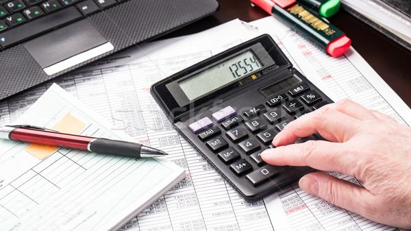 Stockfoto: Zakenvrouw · werken · documenten · kantoor · vrouw · papier