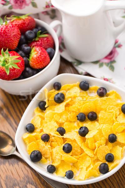 Cornflakes aardbeien bosbessen ontbijt melk drinken Stockfoto © vankad