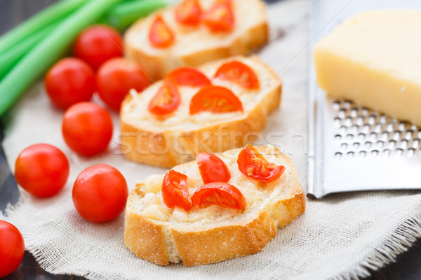 Bruschetta kerstomaatjes heerlijk kaas voedsel brood Stockfoto © vankad