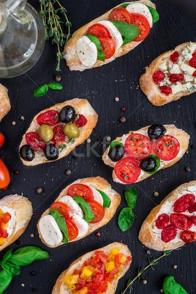 Pomidory zioła oliwek włoski bruschetta pomidorki Zdjęcia stock © vankad