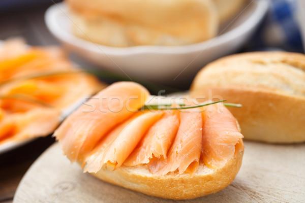 Wędzony łosoś kanapkę deska do krojenia żywności pomarańczowy Zdjęcia stock © vankad