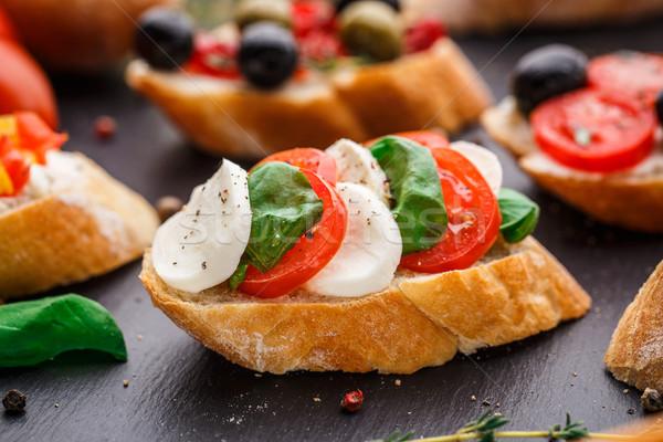 Bruschetta tomates mozzarella albahaca italiano queso Foto stock © vankad