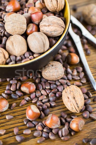 Keverék diók mogyoró fenyőfa fa asztal háttér Stock fotó © vankad