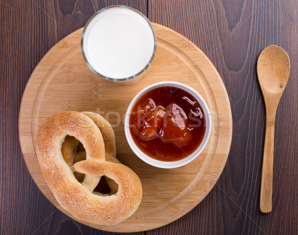 Soft bretzels abricot confiture verre lait Photo stock © vankad