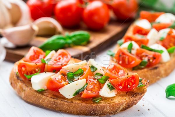 Bruschetta mozzarella basilicum tabel brood Stockfoto © vankad